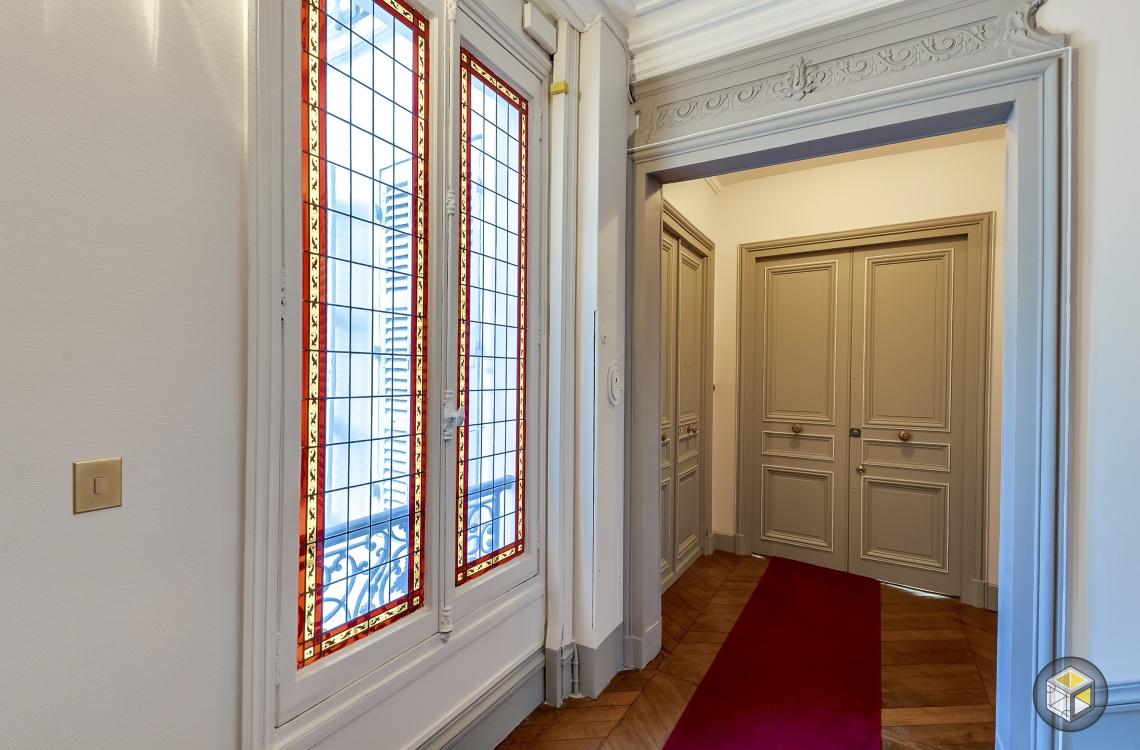 r novation cage d 39 escalier paris rue d 39 artois r. Black Bedroom Furniture Sets. Home Design Ideas