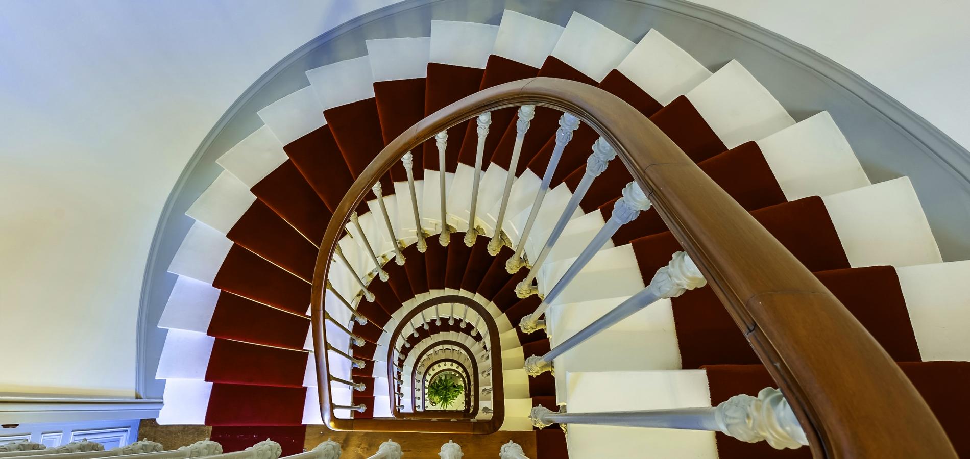 Travaux rénovation décoration cage d'escalier paris