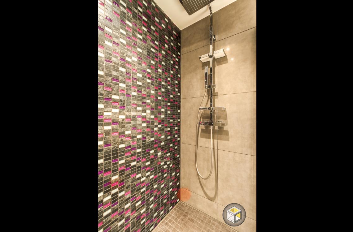 douche à l'italienne mosaïque salle de bain