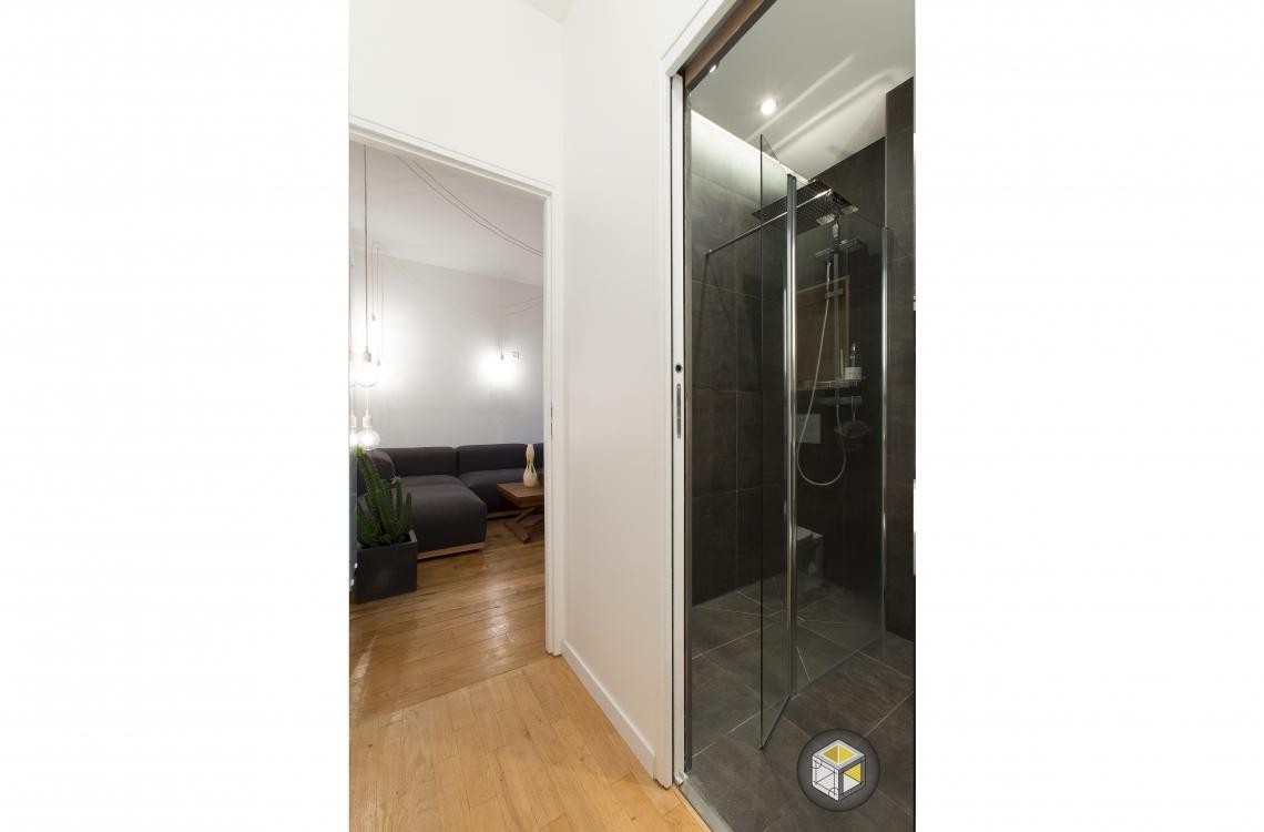 accès salle de bain appartement
