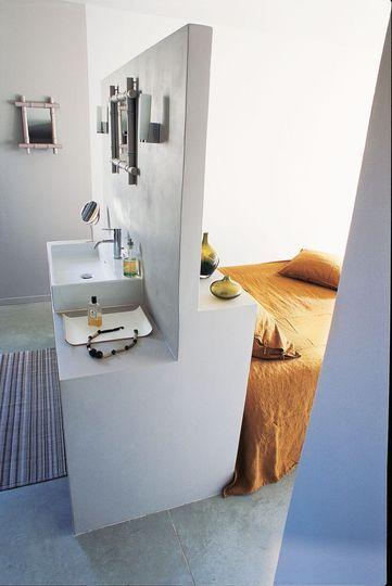 5 fa ons d 39 int grer une salle de bain dans votre chambre. Black Bedroom Furniture Sets. Home Design Ideas